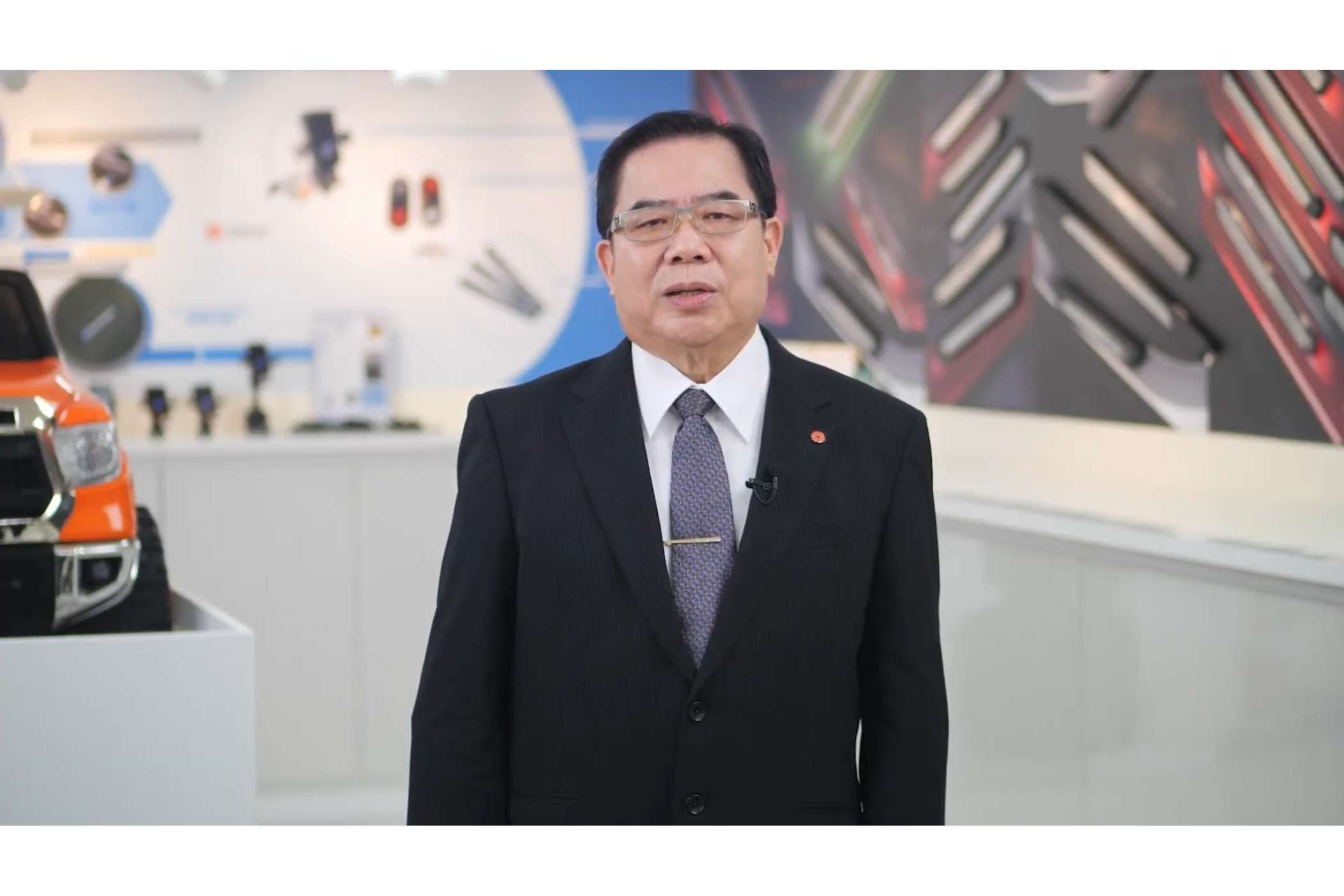 CP Cheng, President of Zealio Electronics, moderierte die neuen LED-Leisten an. | Foto: Taiwan Excellence